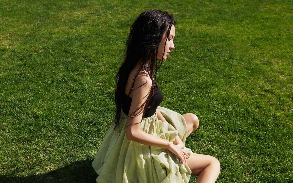 时尚性感女郎张予曦迷人写真