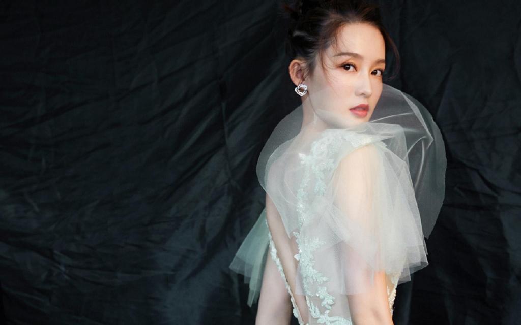 李沁薄荷绿纱裙唯美仙女写真