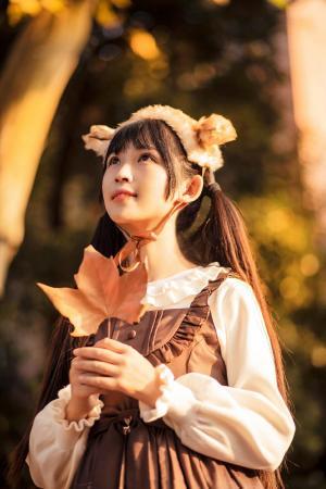 秋季夕阳下的萌系少女写真