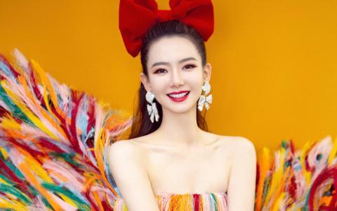 戚薇七彩流苏裙可爱性感迷人写真