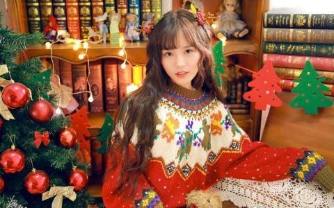 披肩长发圣诞美女甜美可爱写真