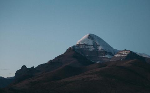唯美迷人的峻峭山脉自然风景