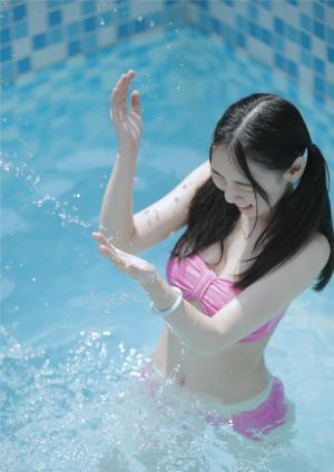 夏日清凉性感泳装美女