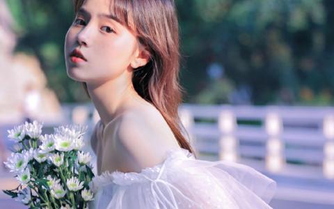元气少女甜美可爱户外迷人写真
