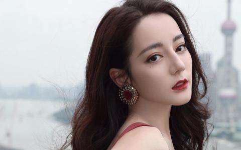 迪丽热巴红裙妖娆魅惑迷人写真