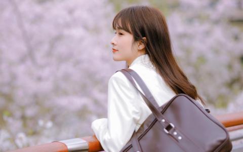 樱花树下治愈系美女制服甜美写真
