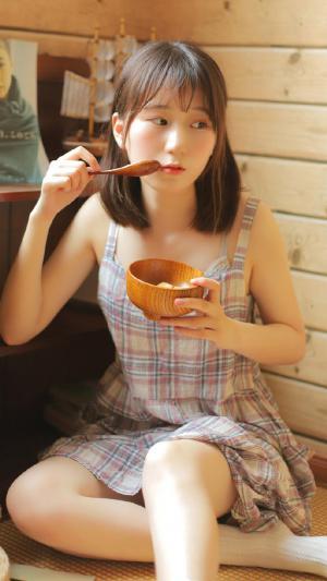 清新日系吊带美女可爱私房写真