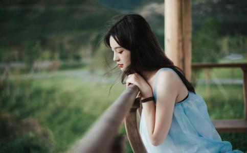失恋孤单一个人