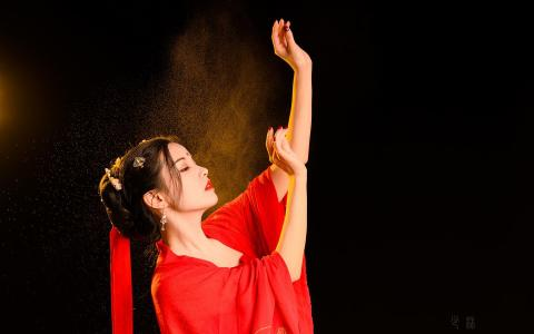红衣古装美女性感诱人写真