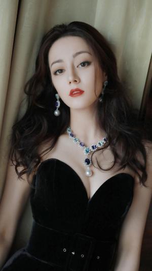 迪丽热巴时尚性感妖娆迷人写真