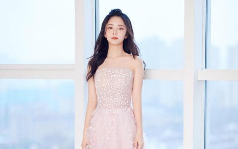 谭松韵粉色花瓣裙唯美个人写真
