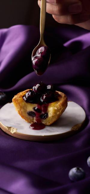 美味诱人的蓝莓蛋挞