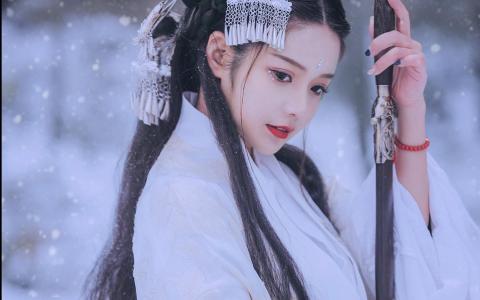 古装美女优雅雪中唯美动人写真
