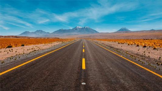 优美笔直的公路风景