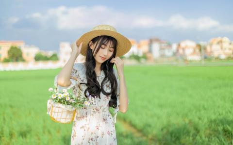 小清新太阳帽碎花裙美女户外写真