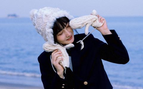 冬日海边清纯少女迷人写真